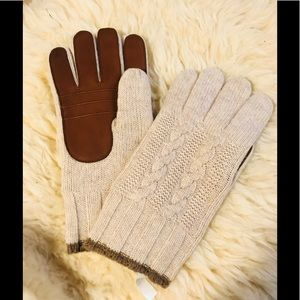 Other - 🧣 winter knit gloves beige brown NWT